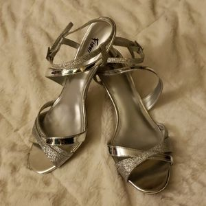 Size 7.5 women's Fioni dress heels